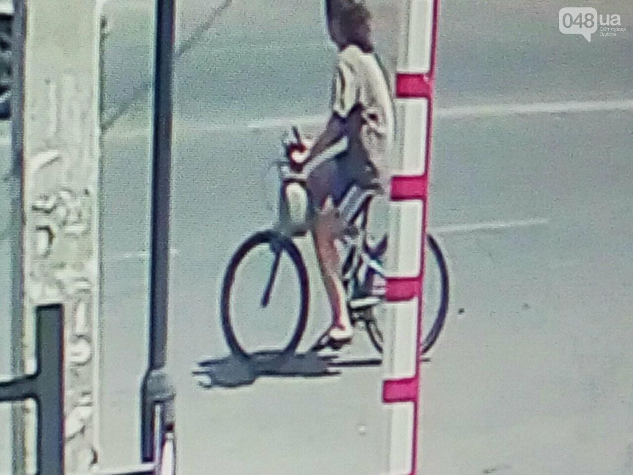 Как в Одессе девушка угоняет велосипеды: опубликованы видео и фото, фото-2
