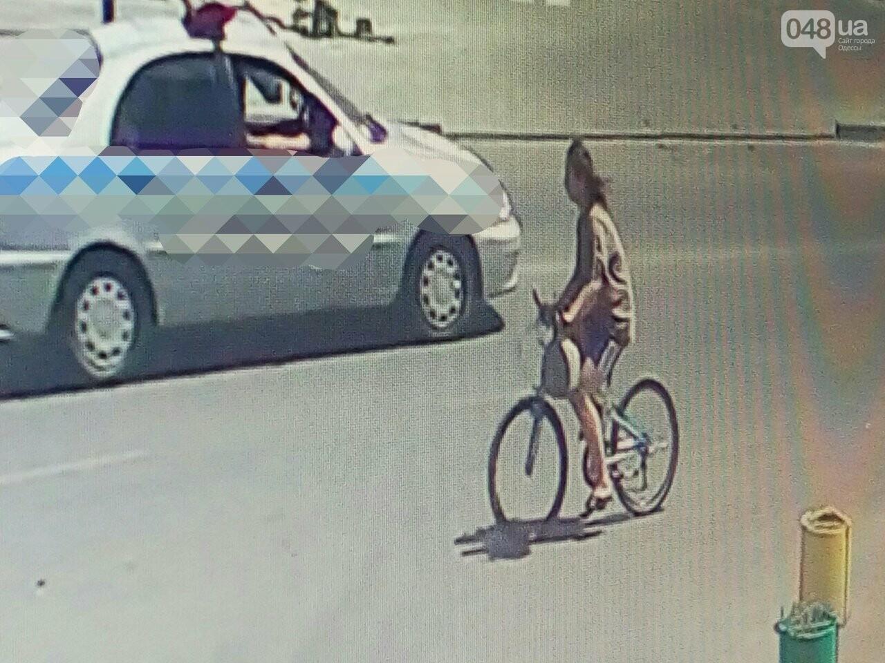 Как в Одессе девушка угоняет велосипеды: опубликованы видео и фото, фото-1