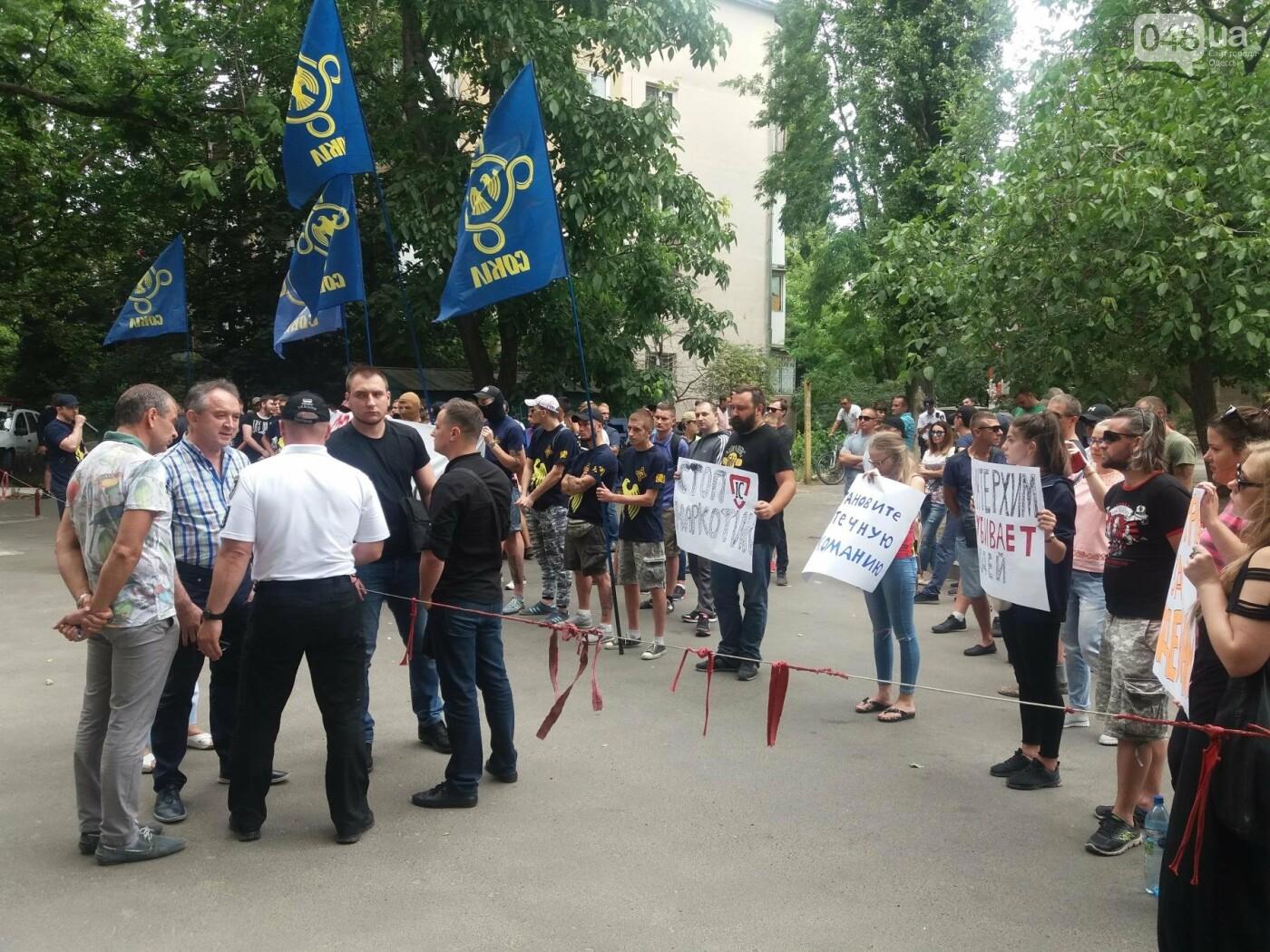 Одесский ИнтерХим пикетировали из-за продажи наркотиков, - ФОТО, ВИДЕО , фото-3