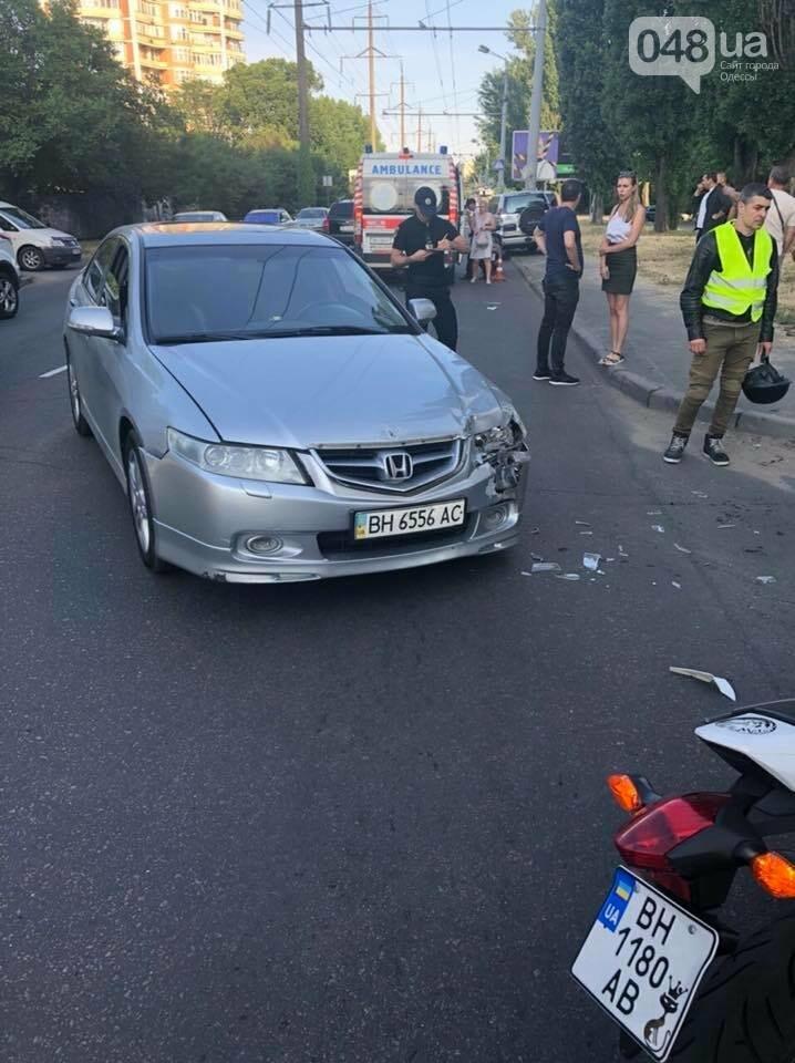 В Одессе у пострадавшего в аварии украли телефон прямо на месте ДТП, - ФОТО, ВИДЕО , фото-1