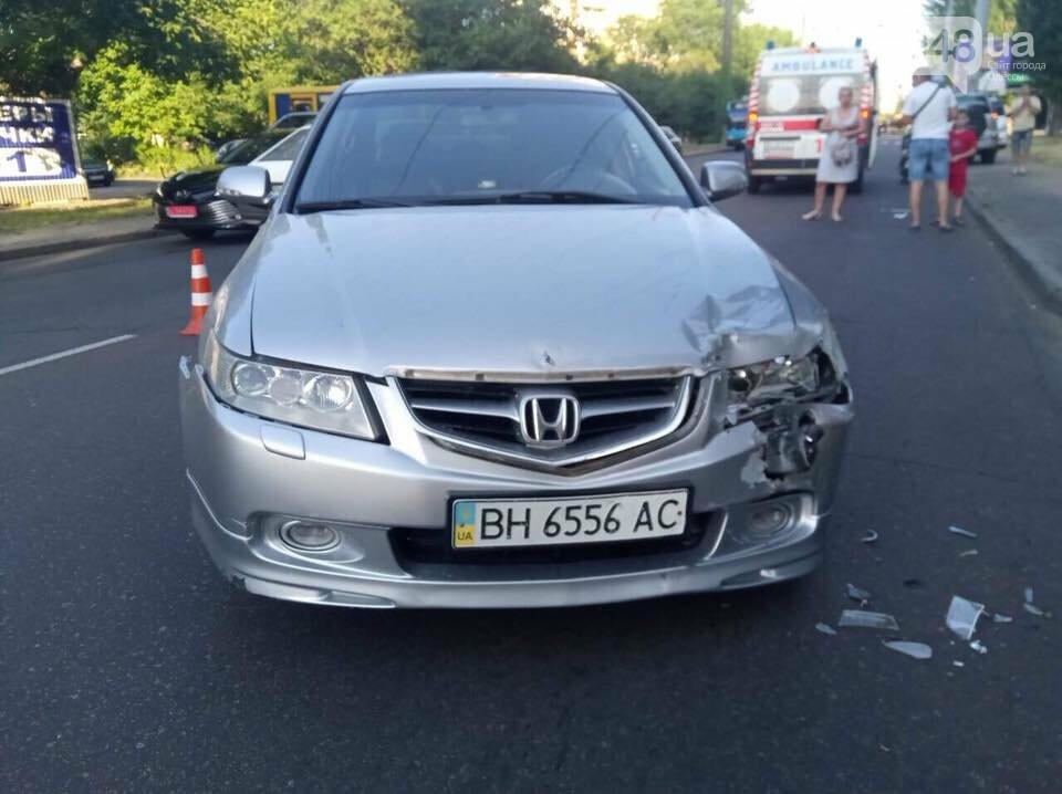 В Одессе у пострадавшего в аварии украли телефон прямо на месте ДТП, - ФОТО, ВИДЕО , фото-4