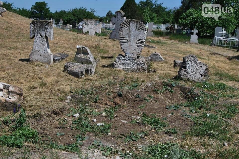 Под Одессой власти уничтожают уникальное казацкое кладбище, - ФОТОРЕПОРТАЖ, фото-1