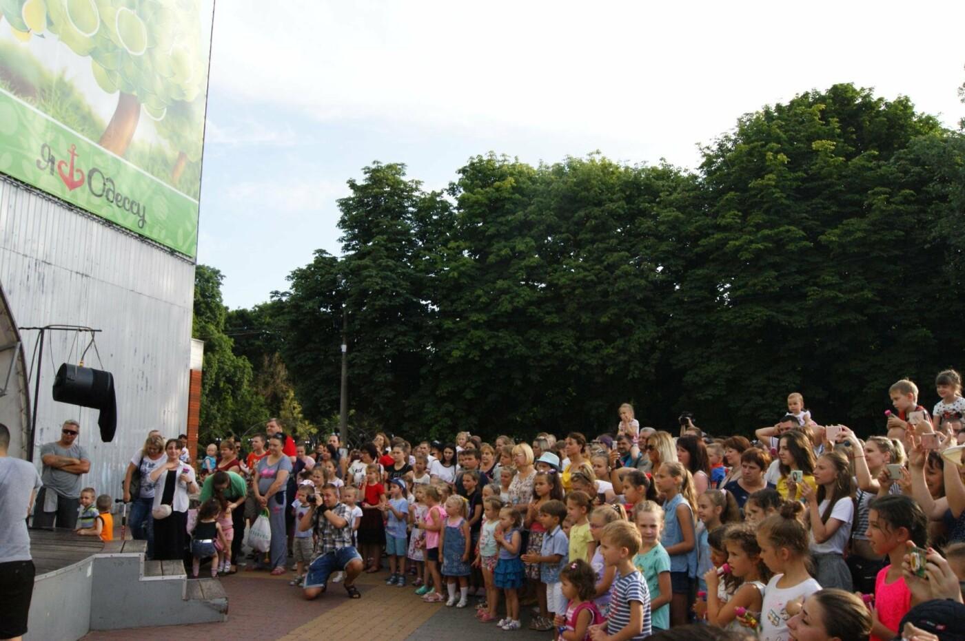 В Одессе в небо выпустили тысячи мыльных пузырей, - ФОТО, ВИДЕО, фото-1