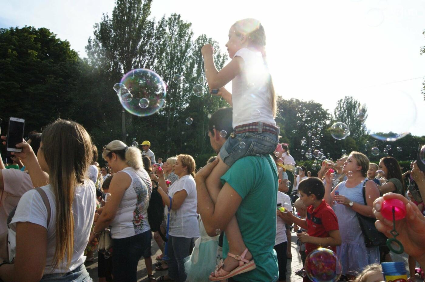В Одессе в небо выпустили тысячи мыльных пузырей, - ФОТО, ВИДЕО, фото-6