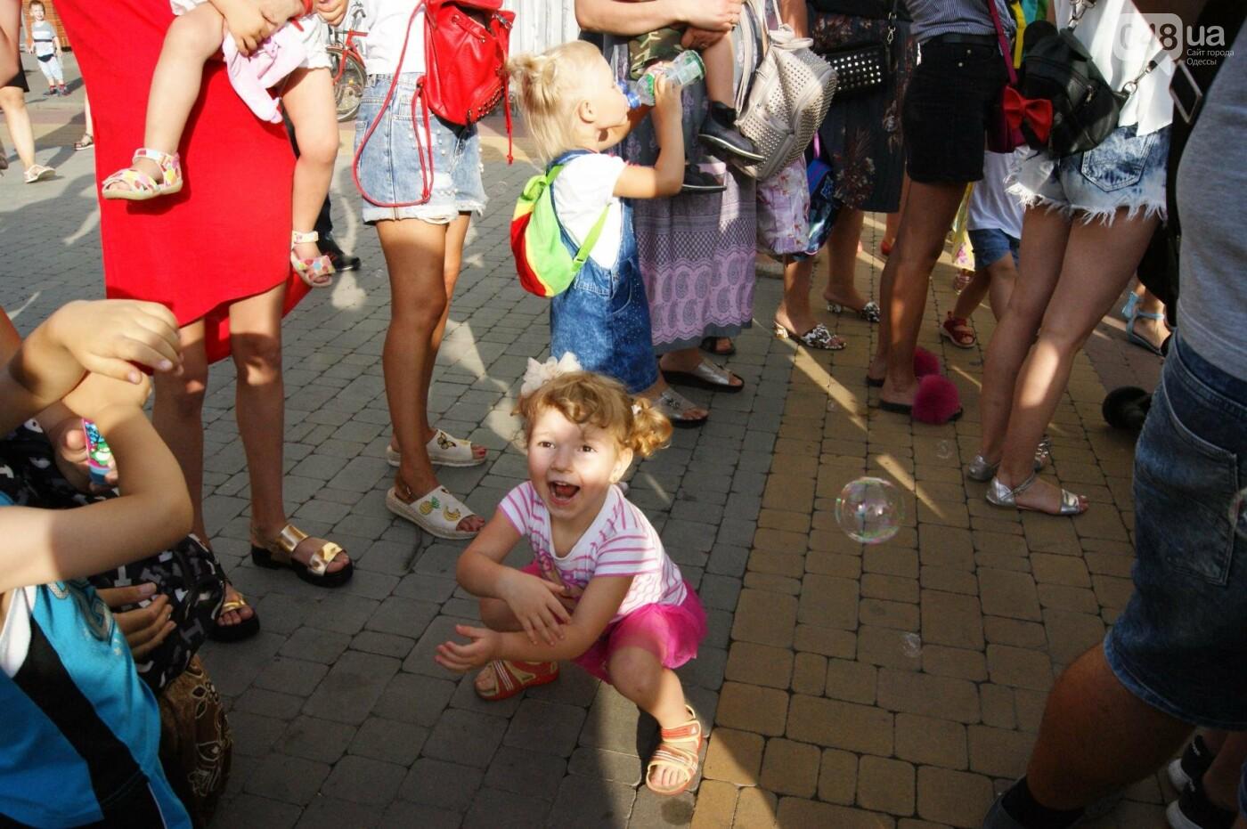 В Одессе в небо выпустили тысячи мыльных пузырей, - ФОТО, ВИДЕО, фото-11