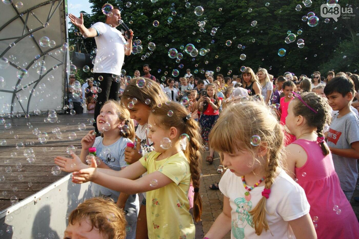В Одессе в небо выпустили тысячи мыльных пузырей, - ФОТО, ВИДЕО, фото-7