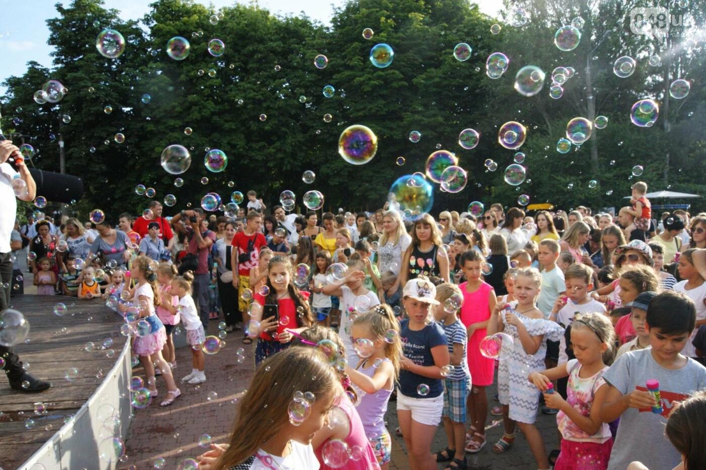 В Одессе в небо выпустили тысячи мыльных пузырей, - ФОТО, ВИДЕО, фото-8