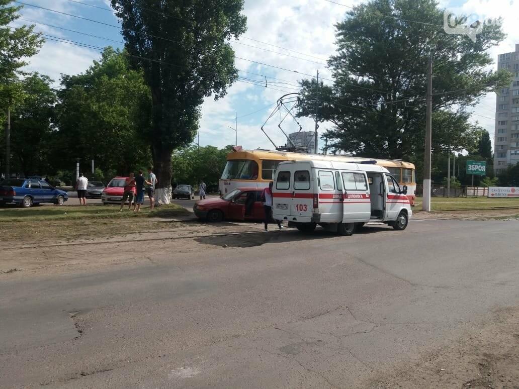 В Одессе автомобиль заехал под трамвай, - ФОТО, фото-2