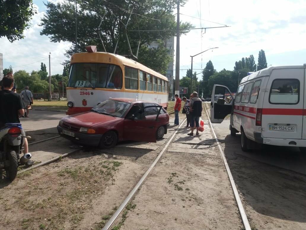 В Одессе автомобиль заехал под трамвай, - ФОТО, фото-3
