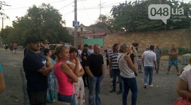 В Одессе народ перекрыл дорогу. Есть  пострадавшие., фото-1