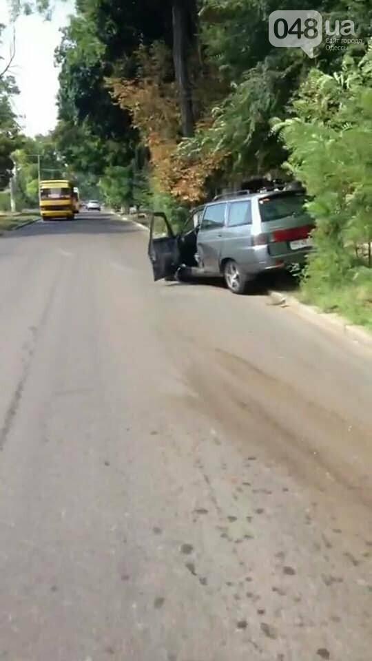 В Одессе маршрутка врезалась две машины и повалила забор, - ФОТО, фото-2