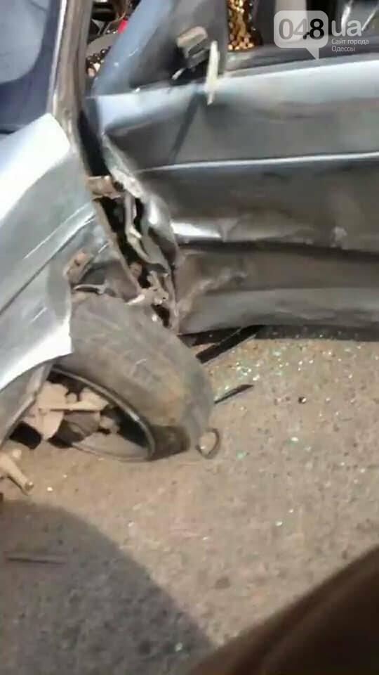 В Одессе маршрутка врезалась две машины и повалила забор, - ФОТО, фото-3