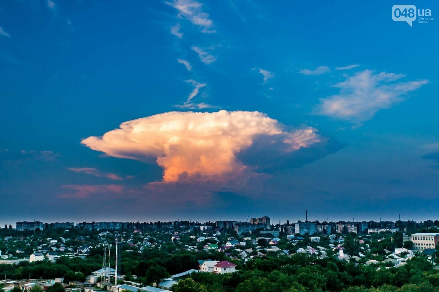 В ста километрах от Одессы сфотографировали облако в виде ядерного гриба, - ФОТО, фото-2