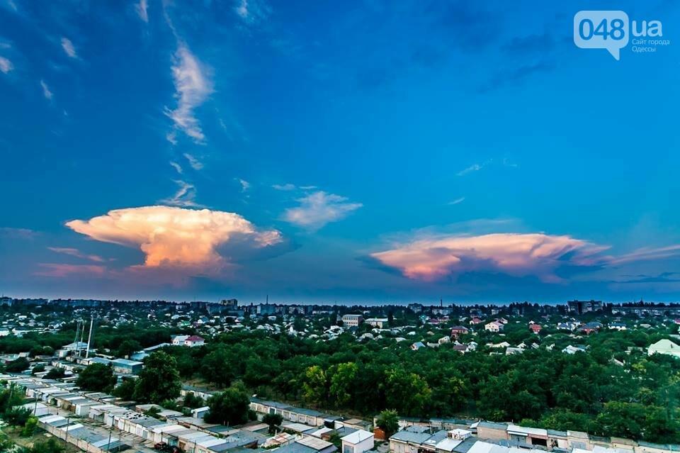 В ста километрах от Одессы сфотографировали облако в виде ядерного гриба, - ФОТО, фото-1