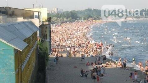 На одесском пляже произошел конфликт с бранью и вызовом полиции за место на песке , фото-1