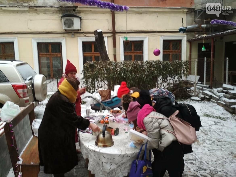 В одесском дворике помощники Святого Николая раздавали подарки, - ФОТОРЕПОРТАЖ, фото-27