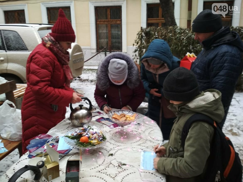 В одесском дворике помощники Святого Николая раздавали подарки, - ФОТОРЕПОРТАЖ, фото-10