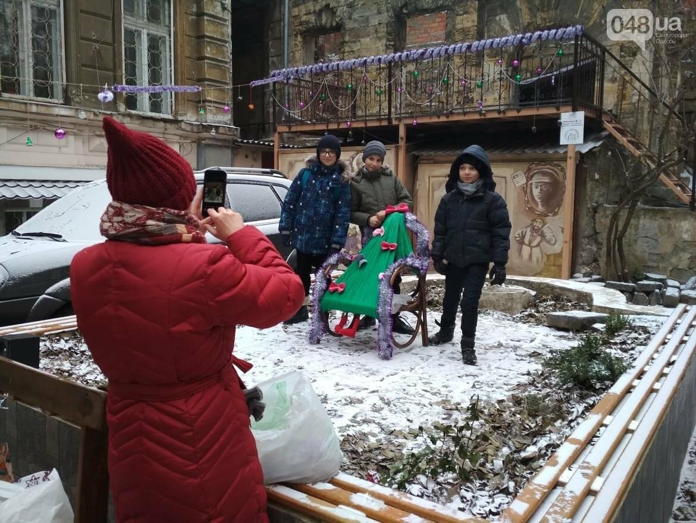 В одесском дворике помощники Святого Николая раздавали подарки, - ФОТОРЕПОРТАЖ, фото-14