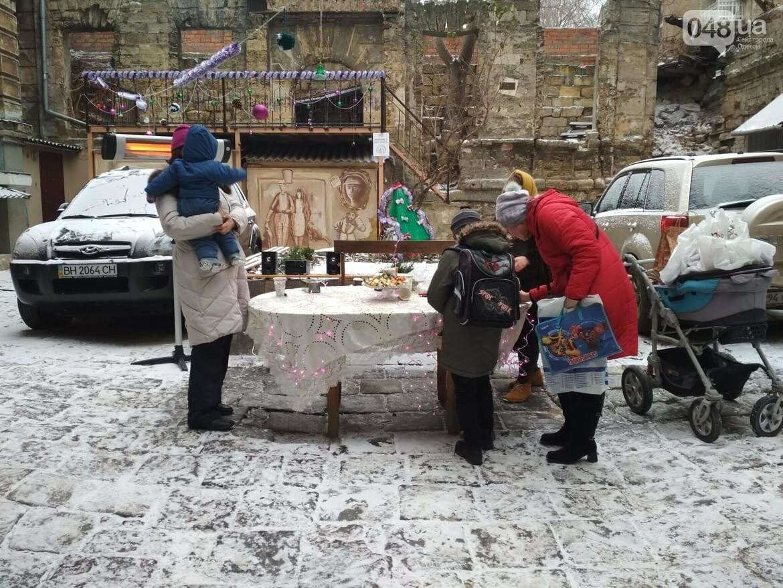 В одесском дворике помощники Святого Николая раздавали подарки, - ФОТОРЕПОРТАЖ, фото-29