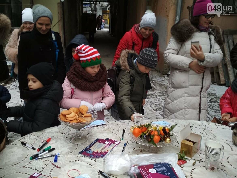 В одесском дворике помощники Святого Николая раздавали подарки, - ФОТОРЕПОРТАЖ, фото-25