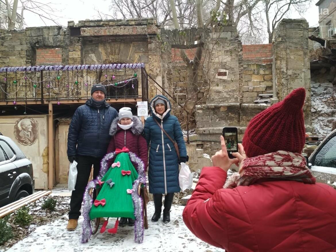 В одесском дворике помощники Святого Николая раздавали подарки, - ФОТОРЕПОРТАЖ, фото-32