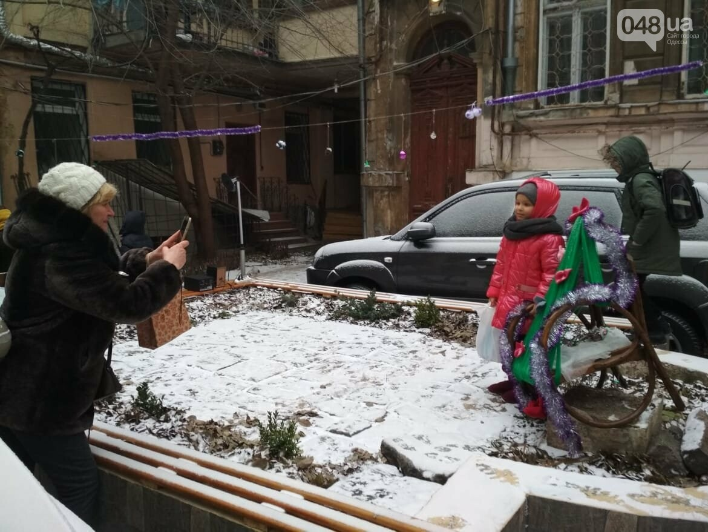 В одесском дворике помощники Святого Николая раздавали подарки, - ФОТОРЕПОРТАЖ, фото-19