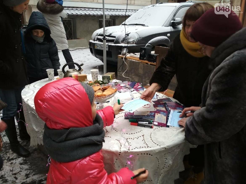 В одесском дворике помощники Святого Николая раздавали подарки, - ФОТОРЕПОРТАЖ, фото-8