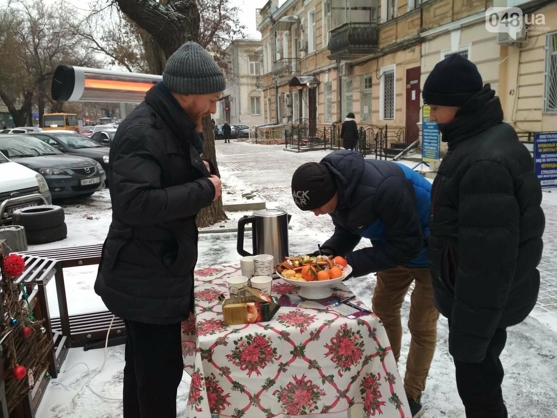 В одесском дворике помощники Святого Николая раздавали подарки, - ФОТОРЕПОРТАЖ, фото-4