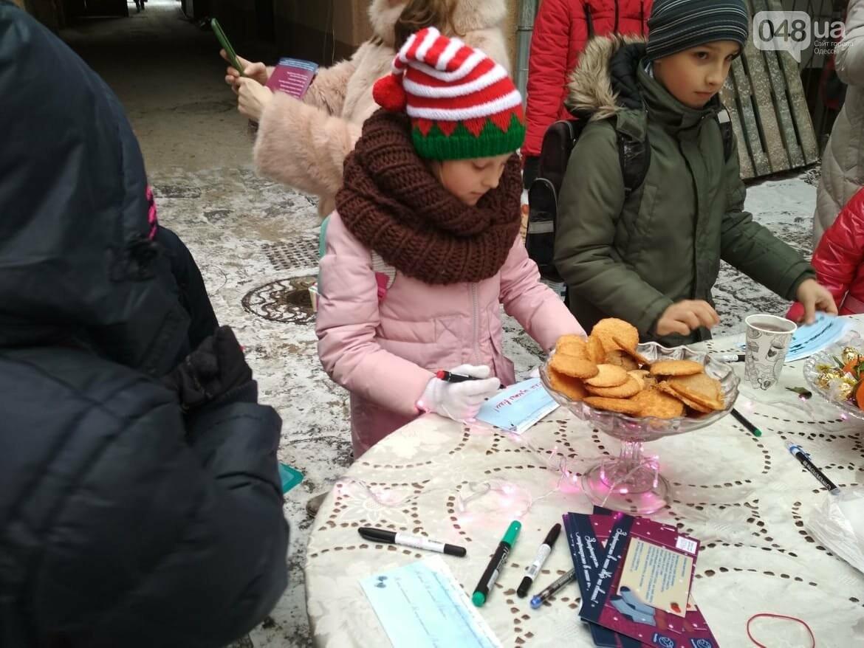 В одесском дворике помощники Святого Николая раздавали подарки, - ФОТОРЕПОРТАЖ, фото-13