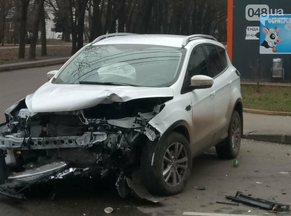 ДТП в Одессе: две иномарки разнесли хлебный киоск, - ФОТО, фото-2