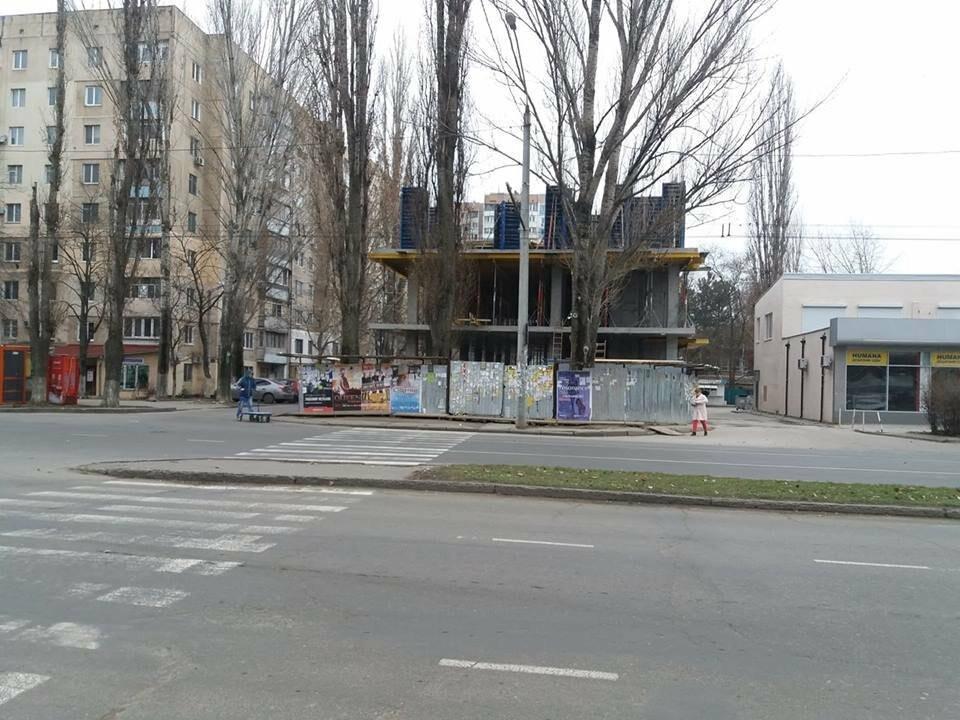 Стройка без опознавательных знаков: в Одессе кафе внезапно подросло на 2 этажа, - ФОТО, фото-1