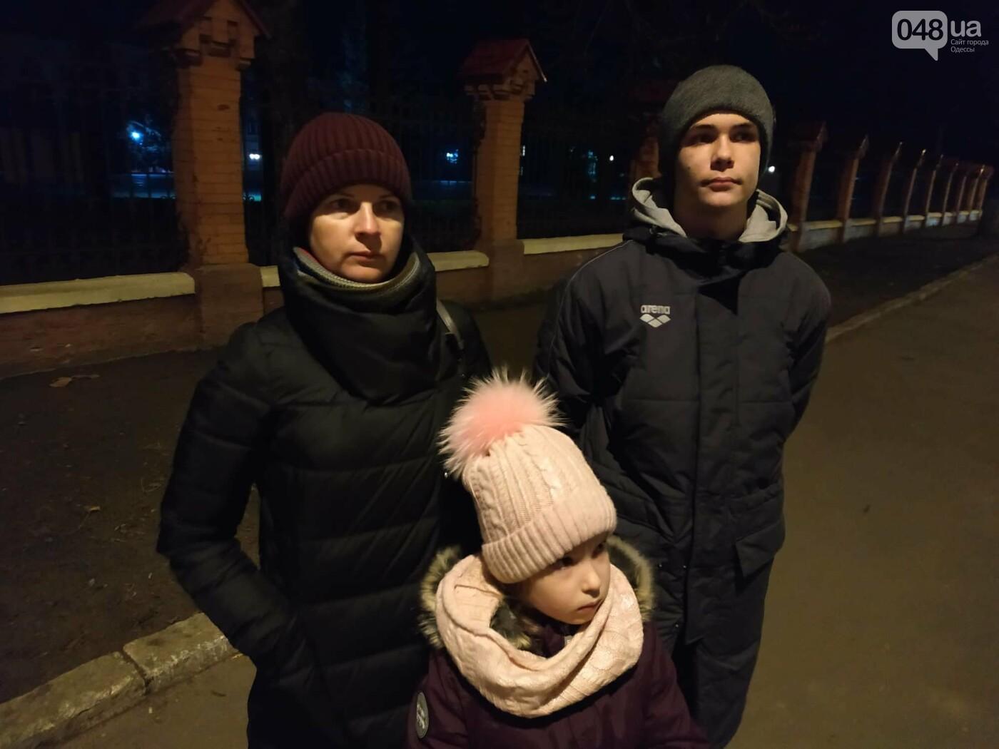В Одессе семью с 2 детьми вышвыривают из дома без вещей на улицу, - ФОТО, ВИДЕО, фото-1