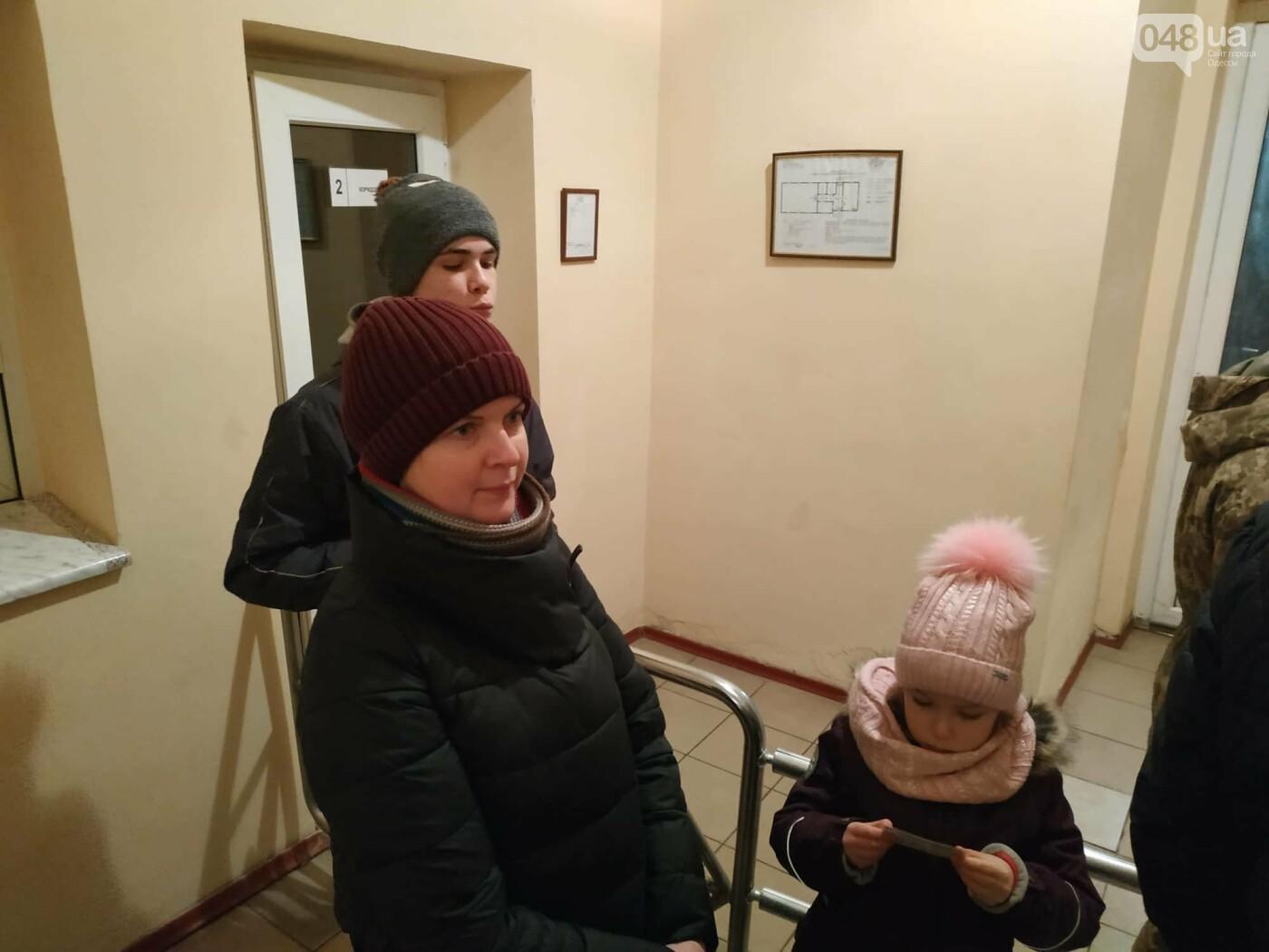 В Одессе семью с 2 детьми вышвыривают из дома без вещей на улицу, - ФОТО, ВИДЕО, фото-2