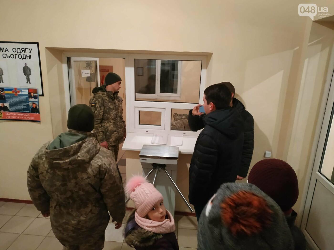В Одессе семью с 2 детьми вышвыривают из дома без вещей на улицу, - ФОТО, ВИДЕО, фото-4