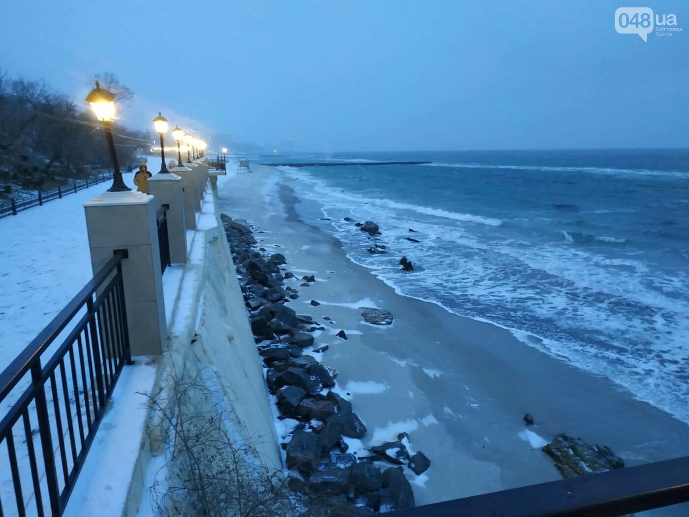 Заснеженные одесские пляжи вечером: вот где стоит прогуляться, - ФОТО, фото-19