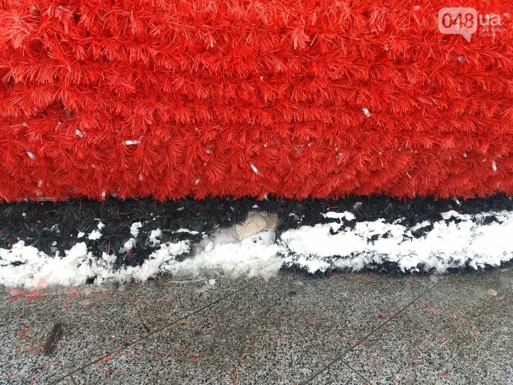 Вандалы повредили новогодние инсталляции в центре Одессы, - ФОТО, фото-7