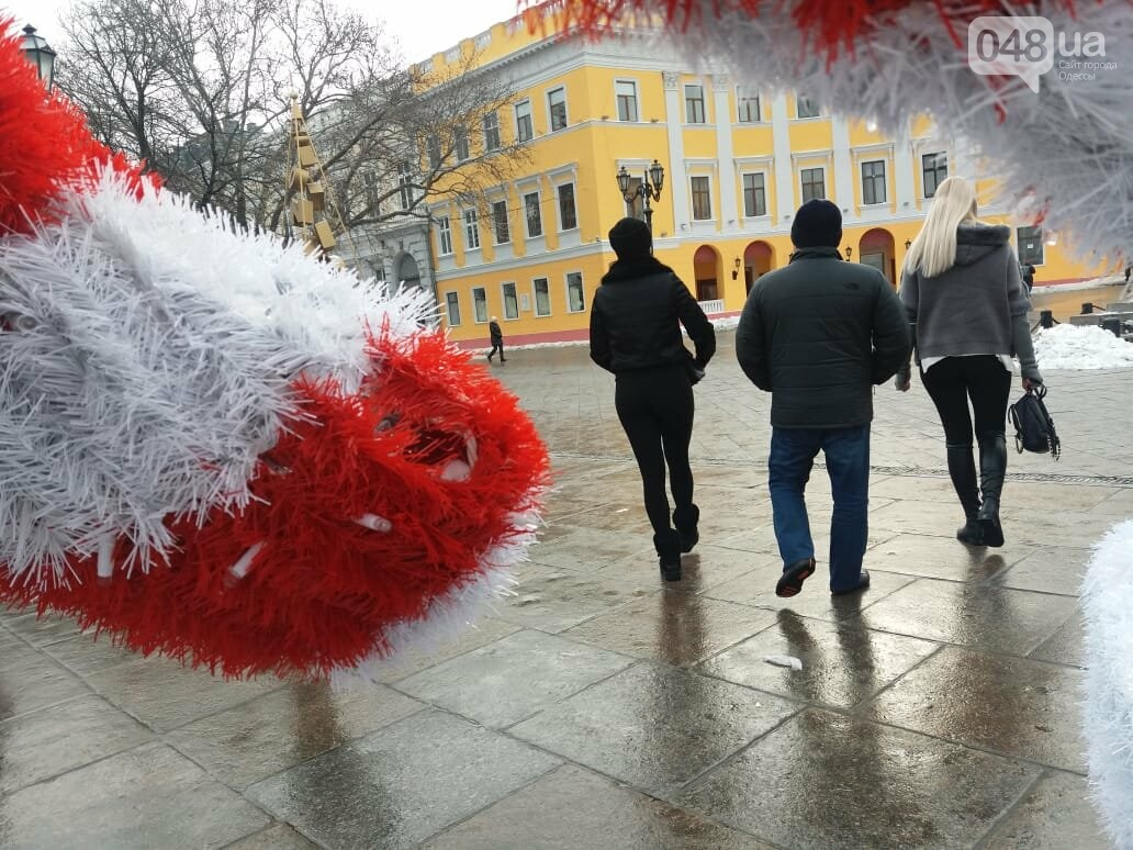 Вандалы повредили новогодние инсталляции в центре Одессы, - ФОТО, фото-4