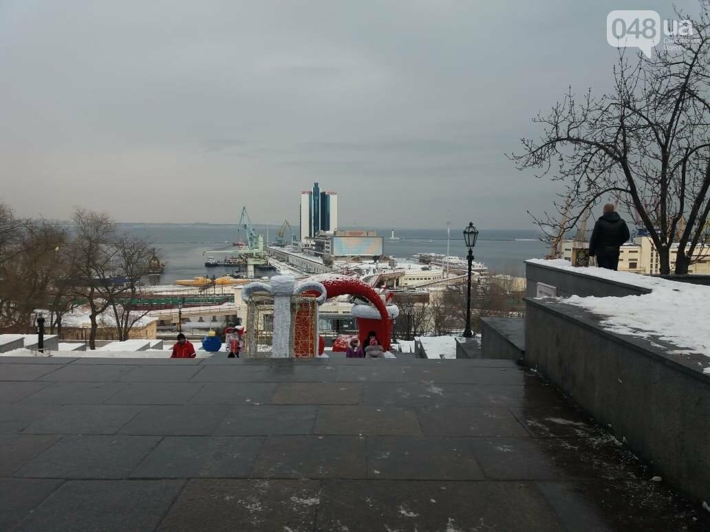 Вандалы повредили новогодние инсталляции в центре Одессы, - ФОТО, фото-3
