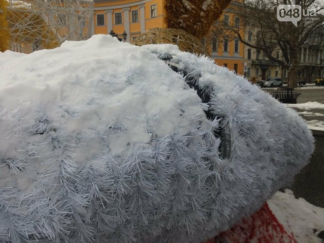 Вандалы повредили новогодние инсталляции в центре Одессы, - ФОТО, фото-5