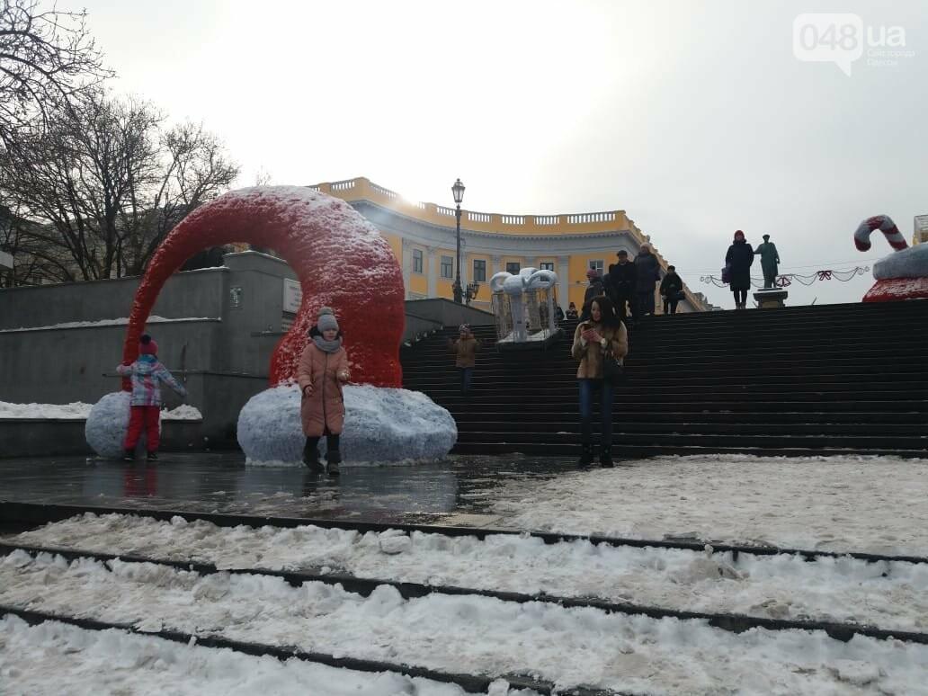 Вандалы повредили новогодние инсталляции в центре Одессы, - ФОТО, фото-10