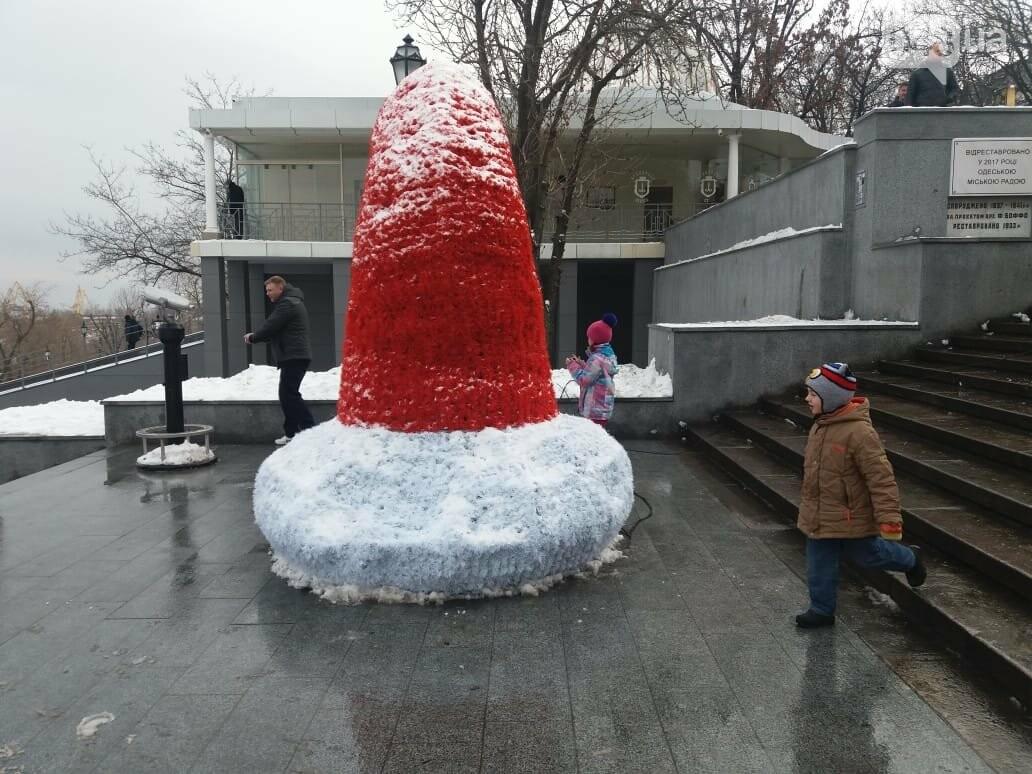Вандалы повредили новогодние инсталляции в центре Одессы, - ФОТО, фото-11