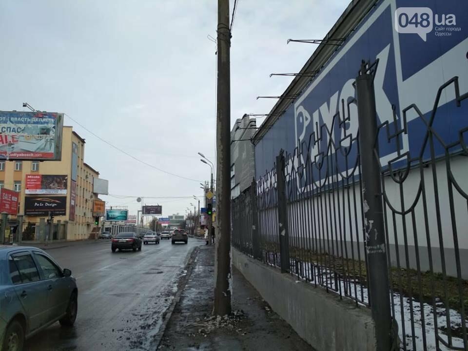 На Среднефонтанской в Одессе установили столб на месте ДТП, - ФОТО, фото-2