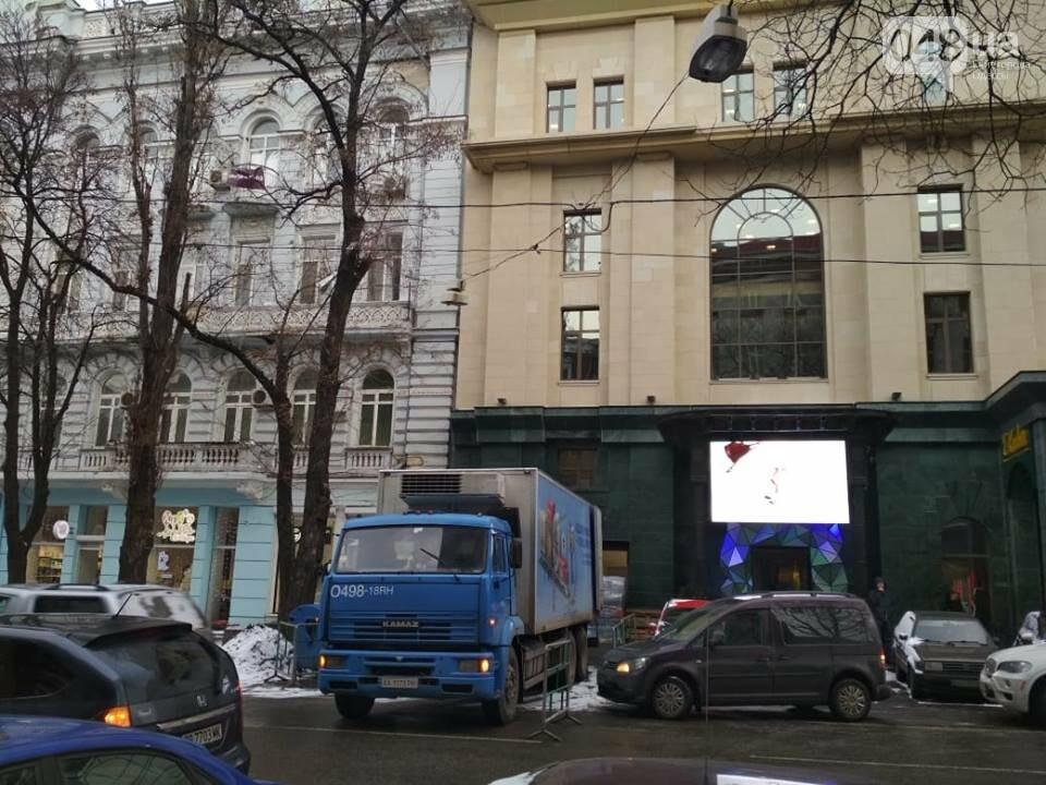 Фура перекрыла полосу движения в центре Одессы, - ФОТОФАКТ, фото-2