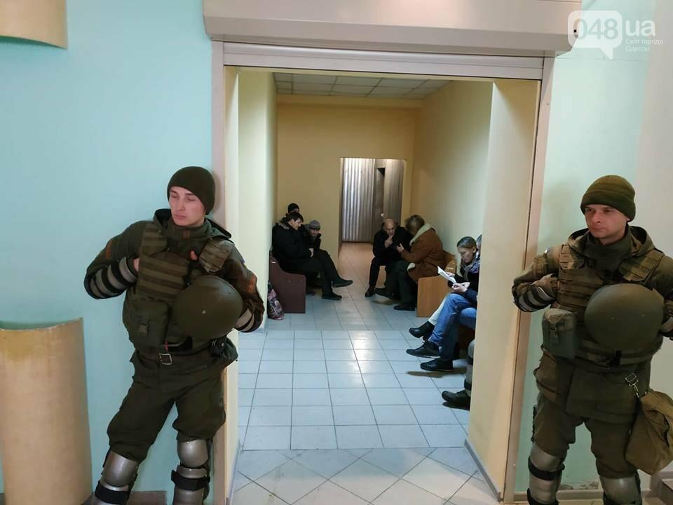 Суду зачитали антитрухановскую колядку: на активистов набросилась агрессивная старушка , фото-8