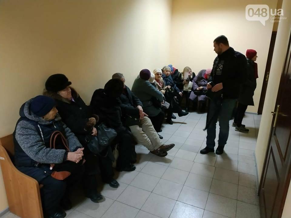 Суду зачитали антитрухановскую колядку: на активистов набросилась агрессивная старушка , фото-3