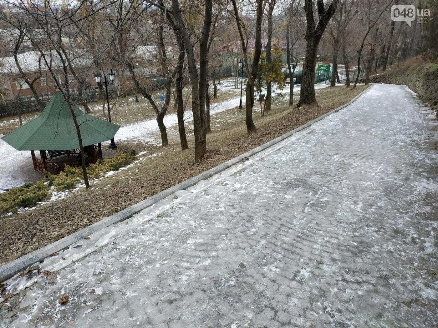 Куда не пойти в Одессе: дорожки Стамбульского парка покрыты льдом, - ФОТО, ВИДЕО, фото-3