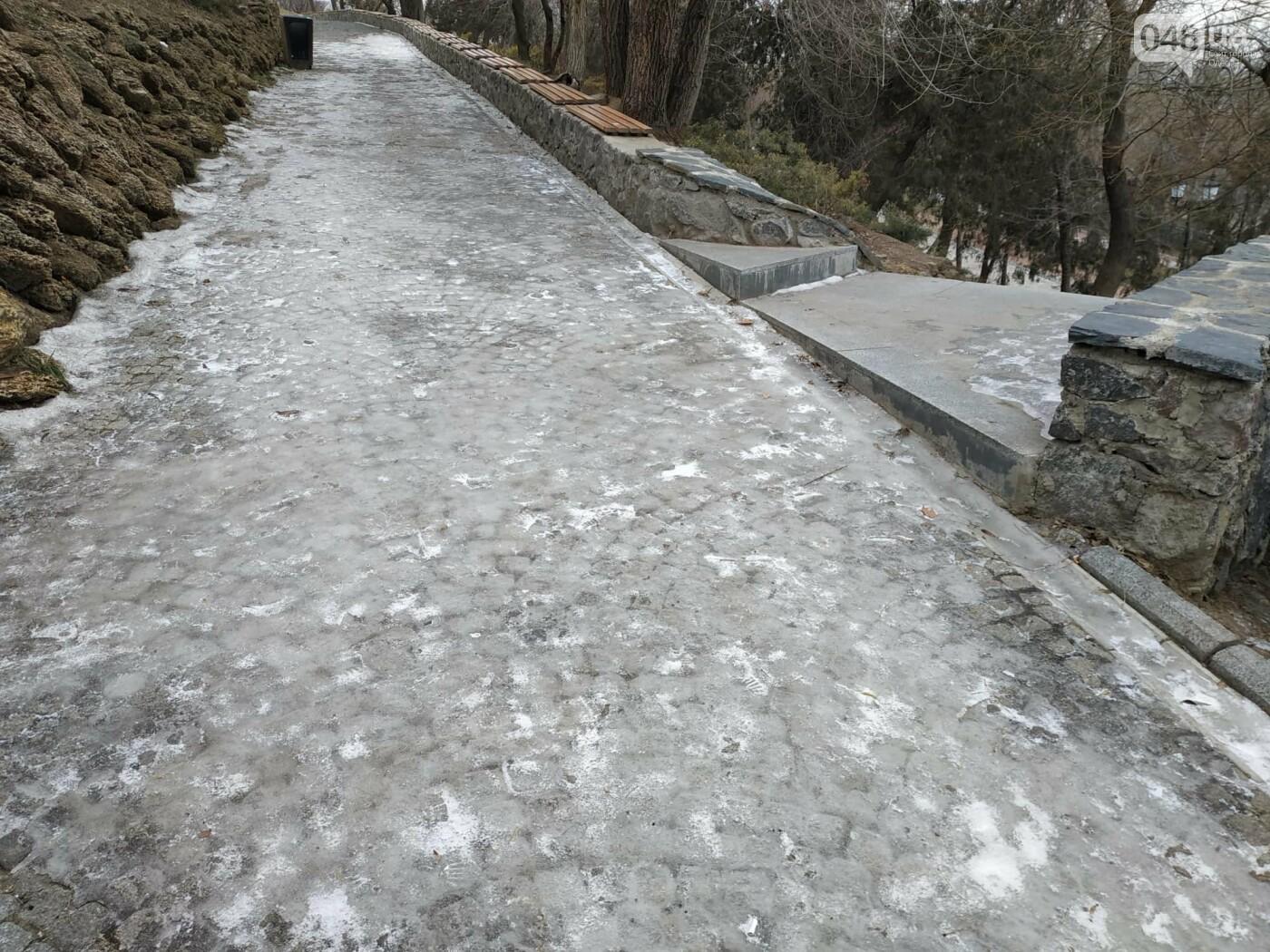 Куда не пойти в Одессе: дорожки Стамбульского парка покрыты льдом, - ФОТО, ВИДЕО, фото-1