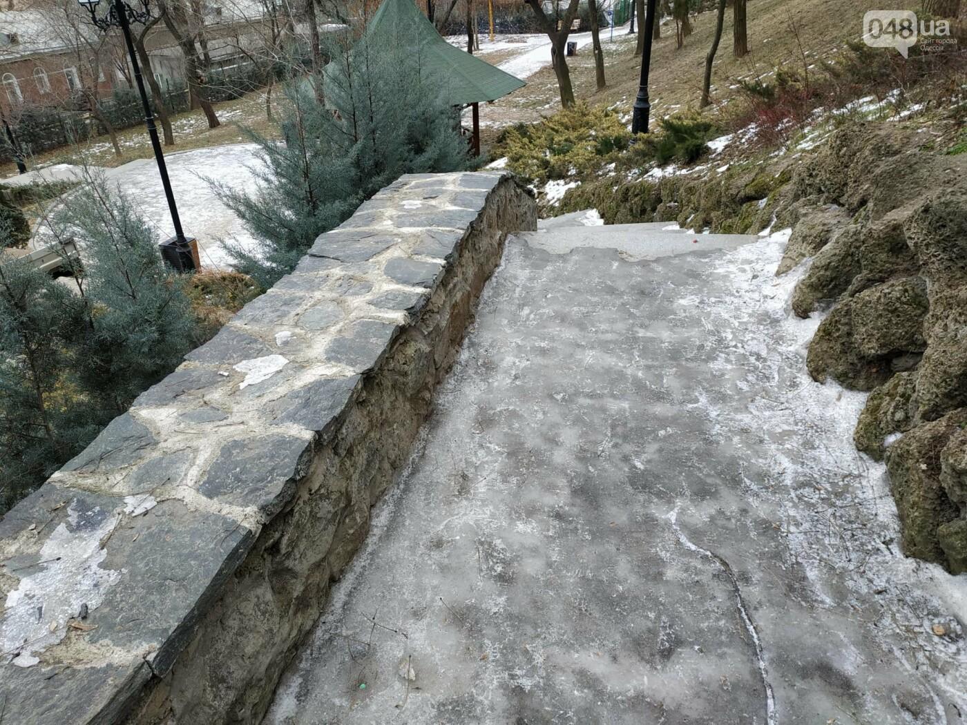 Куда не пойти в Одессе: дорожки Стамбульского парка покрыты льдом, - ФОТО, ВИДЕО, фото-5