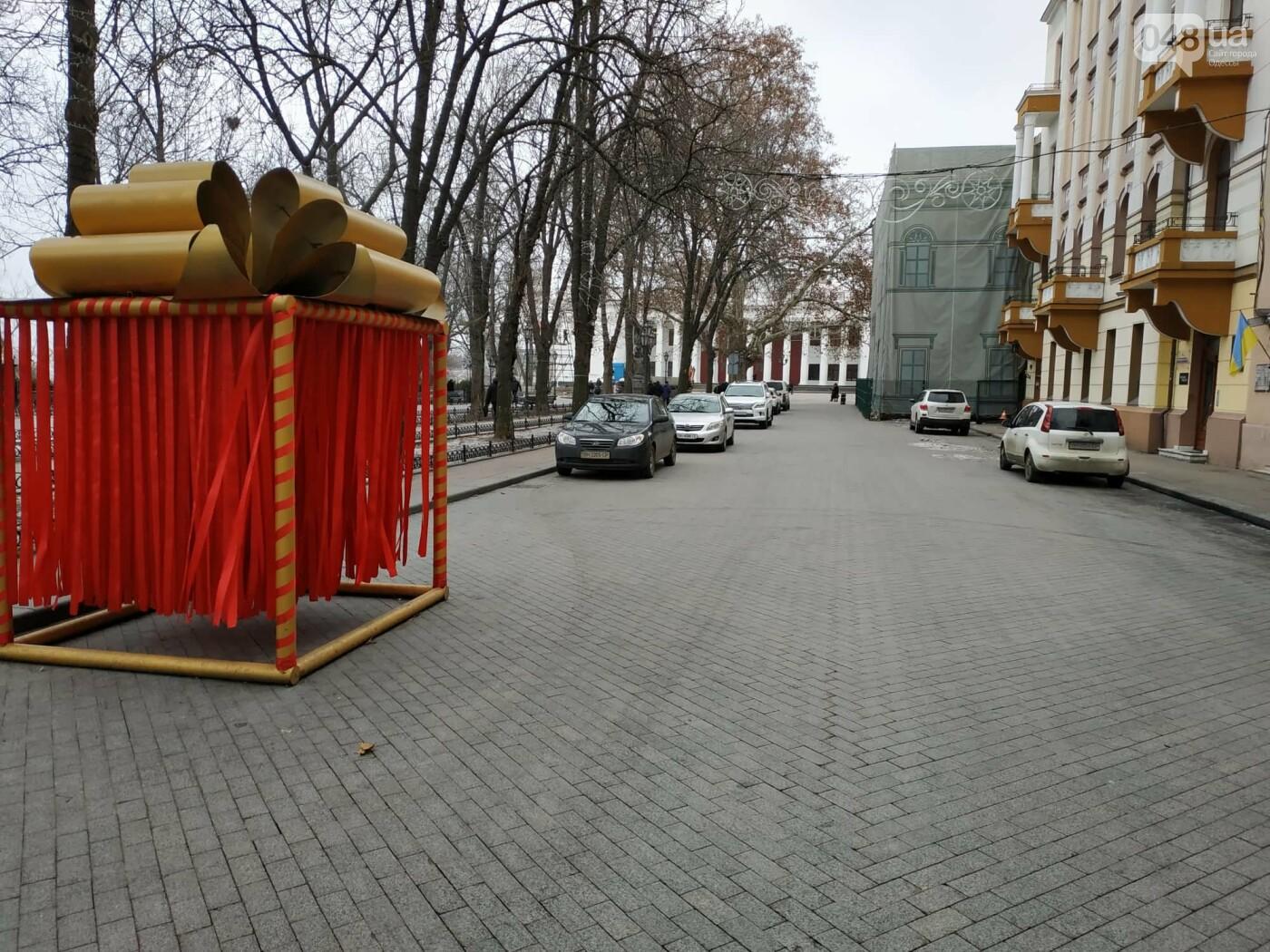 Праздники закончились: главную елку Одессы разбирают, - ФОТО, фото-7