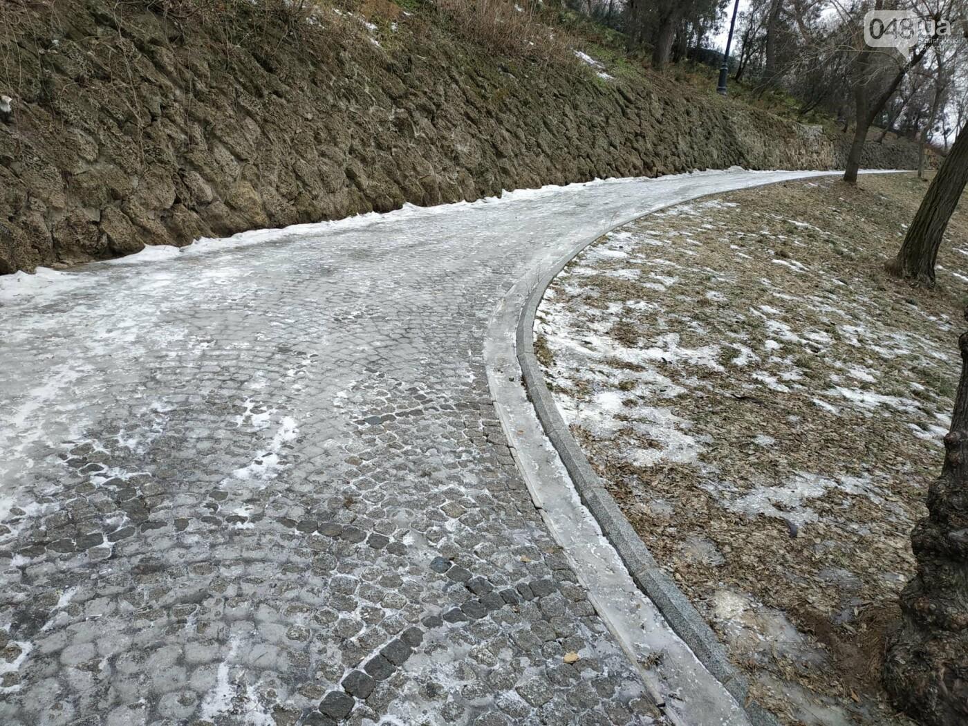 Куда не пойти в Одессе: дорожки Стамбульского парка покрыты льдом, - ФОТО, ВИДЕО, фото-15